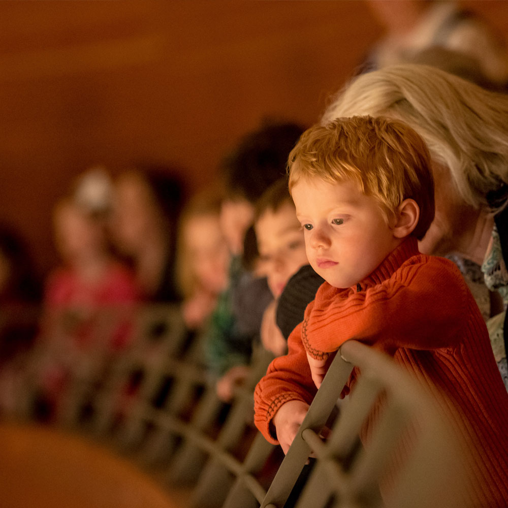 child watching symphony kindergarten konzertz