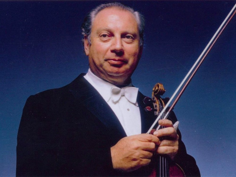 Photo of Isaac Stern holding his violin