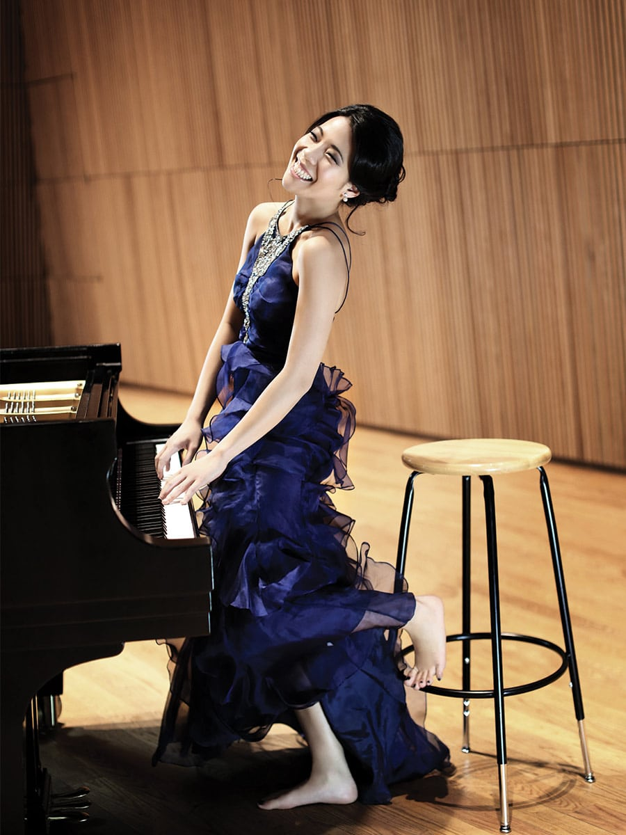Photo of Joyce Yang at a piano