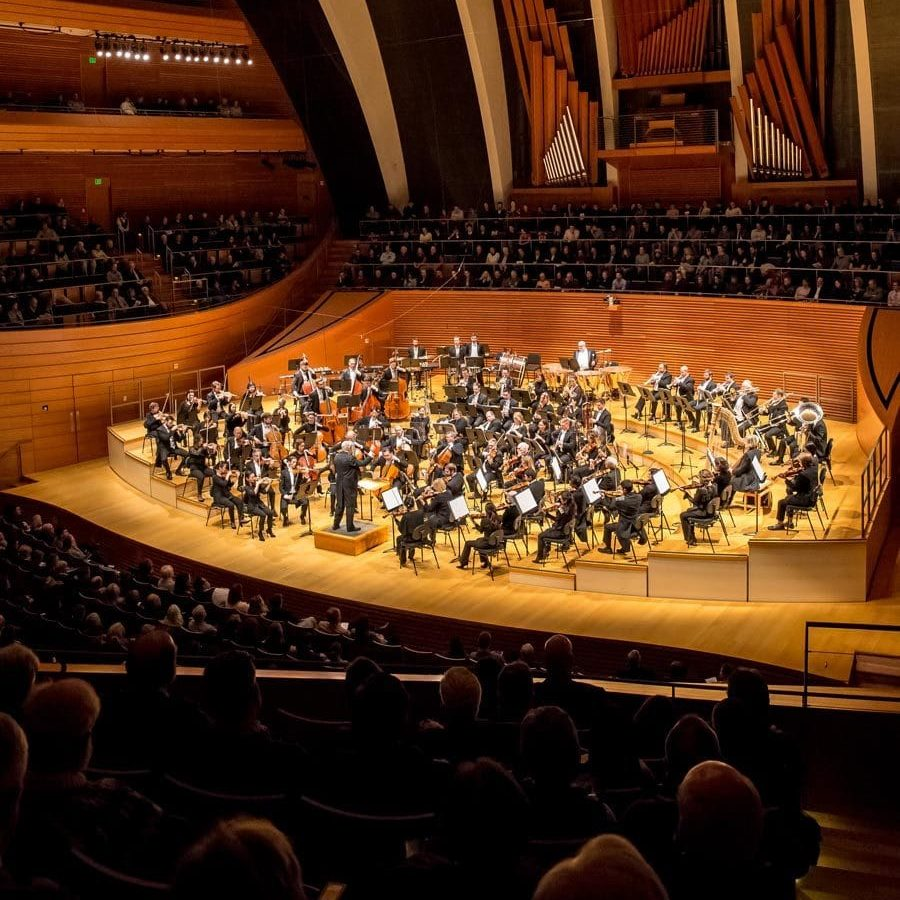 Photo of the Kansas City Symphony performing in Helzberg Hall to a full house