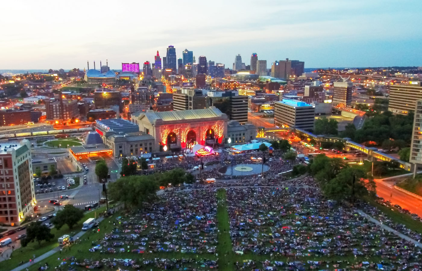 Photo of Union Station with thousands of people on the lawn of the WWI memorial at the Bank of America Celebration at the Station presented by the Kansas City Symphony
