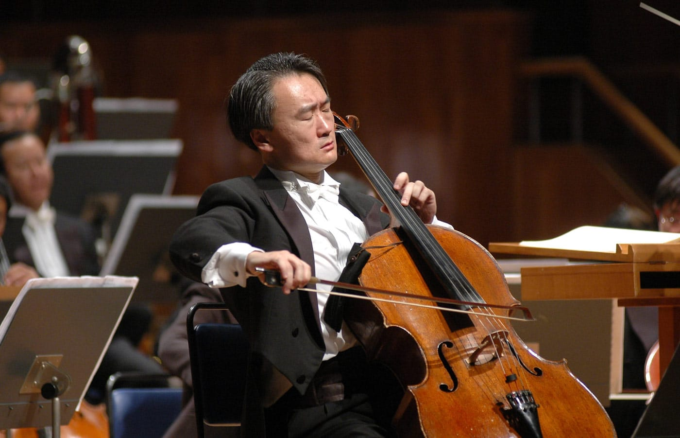 Photo of cellist Jian Wang